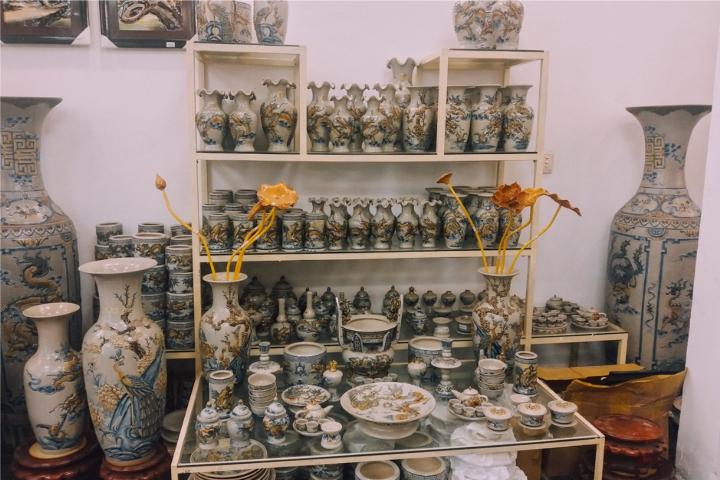 Cửa hàng bán đồ thờ Bát Tràng tại Quận 2