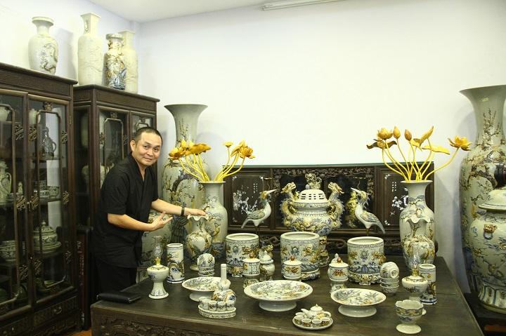 Nghệ sĩ hài xuân hinh lựa chọn đồ thờ cúng Bát Tràng
