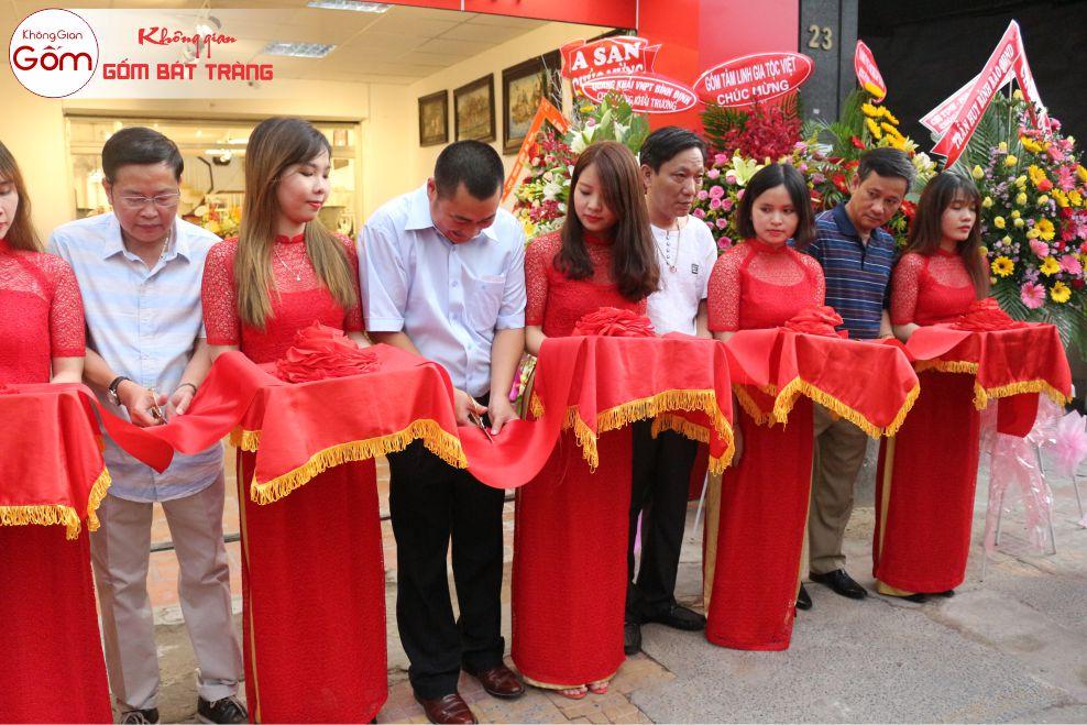 Khai trương cửa hàng quận Tân Phú