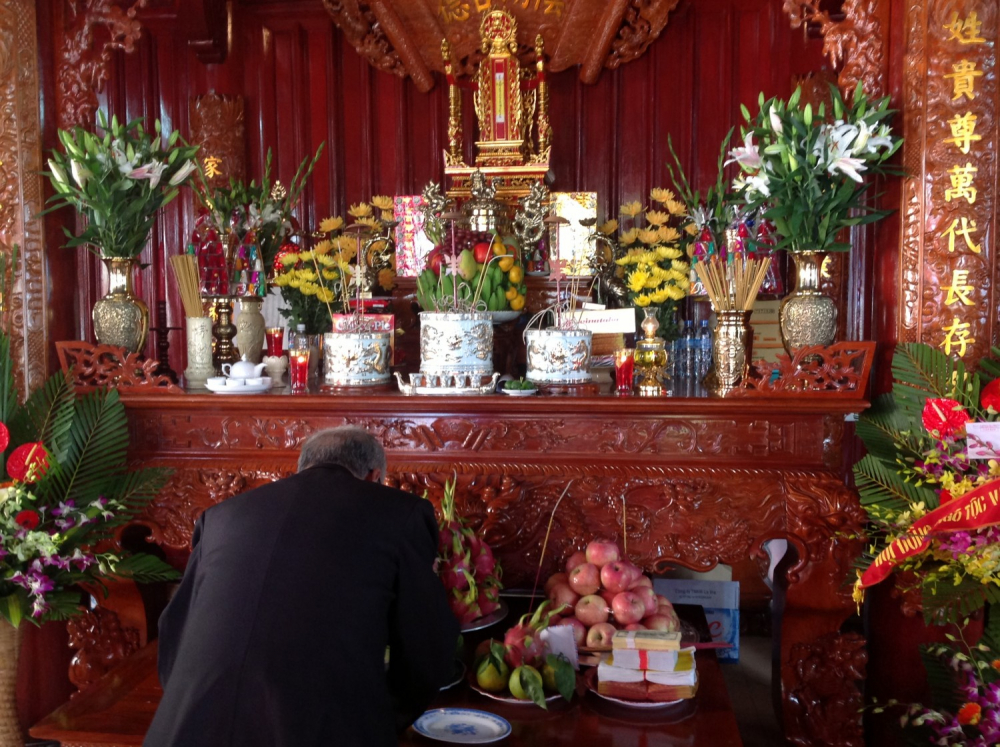 Làm lễ hóa giải bát hương hóa âm