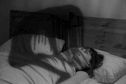 Nằm mơ thấy mình bị ma tấn công, đuổi đánh có ý nghĩa gì?