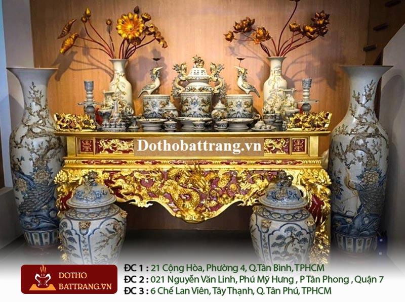 Bộ bàn thờ với vật phẩm thờ cúng bằng gốm sứ bát tràng cao cấp