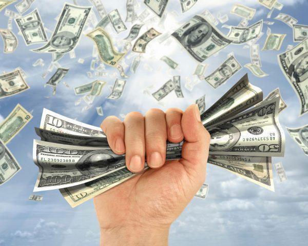nằm mơ thấy nhặt được tiền là điềm báo gì ? đánh đề con số mấy ?