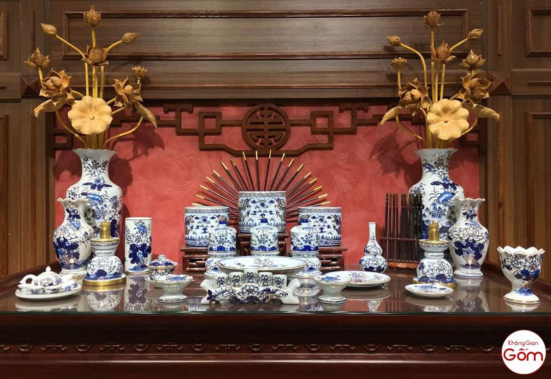 Bộ bàn thờ gia tiên men lam vẽ Vàng gốm sứ Bát Tràng