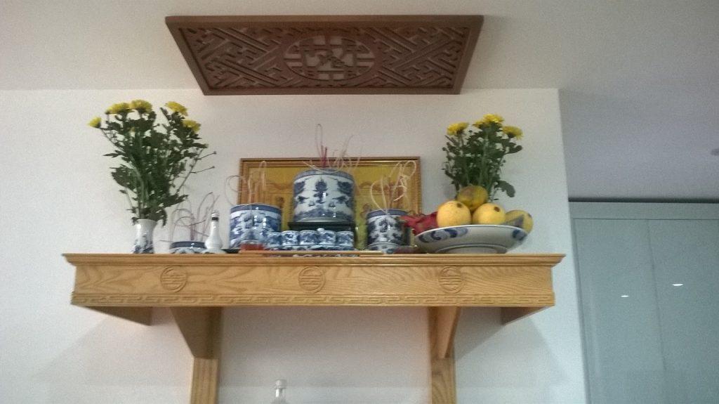 Bàn thờ treo tường gỗ hương đẹp tại Bình Dương