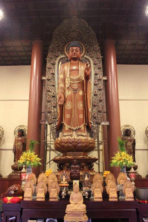 Tượng phật A Di Đà bằng gỗ cao nhất Việt Nam