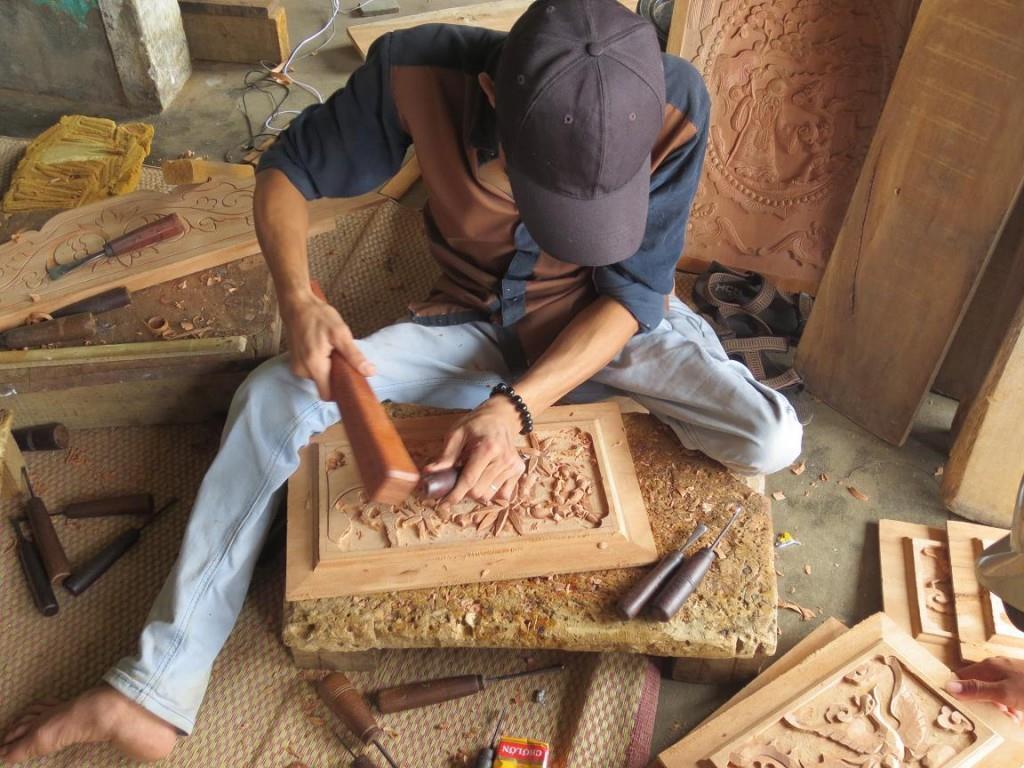 Giới thiệu vài nét về làng nghề tủ thờ Gò Công