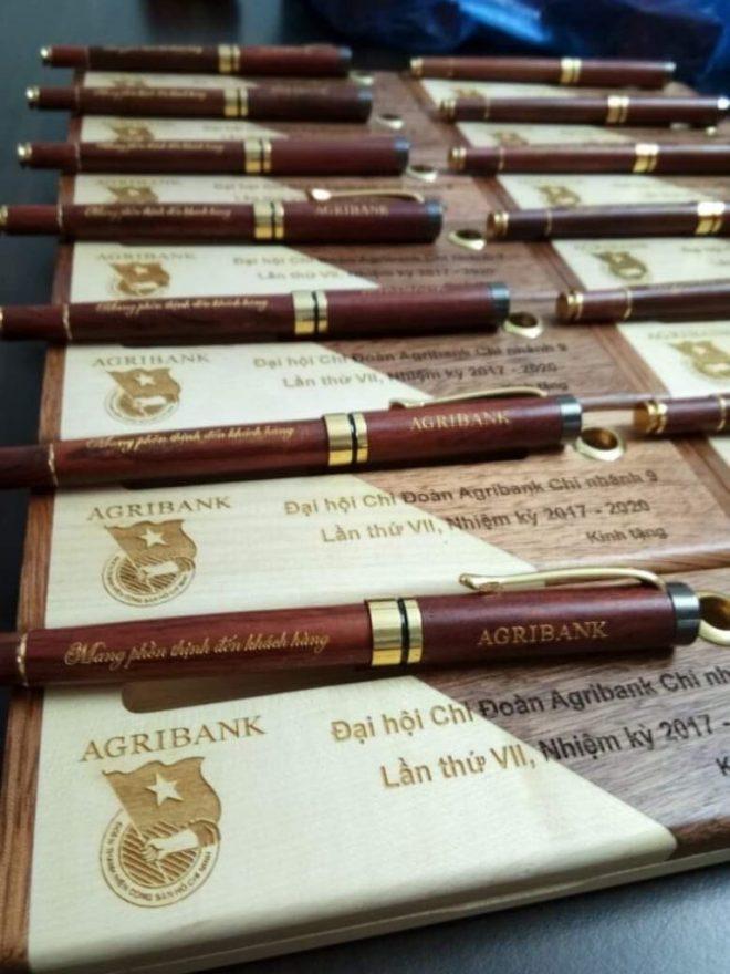 Sản xuất bút bi, bút khuyến mãi, bút in logo quà tặng đại hội đảng