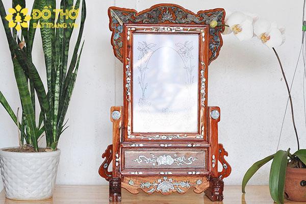 Cách đặt khung ảnh thờ trên bàn thờ?